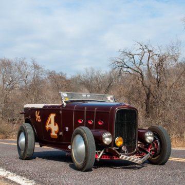 1932 Ford Deluxe Phaeton na prodej