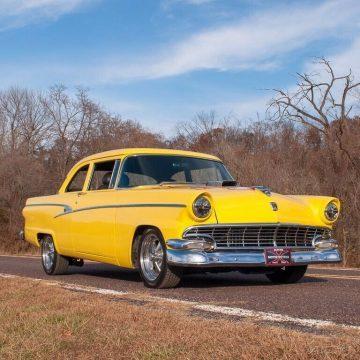 1956 Ford Customline Tudor na prodej